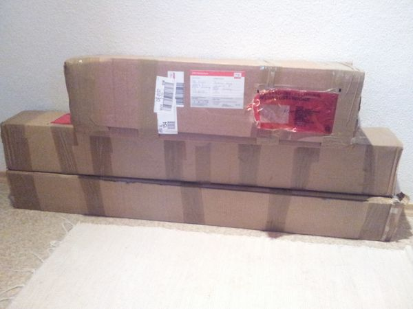 Package of the Moederl CNC Machine after the postman got nearly killed because of its weight.
